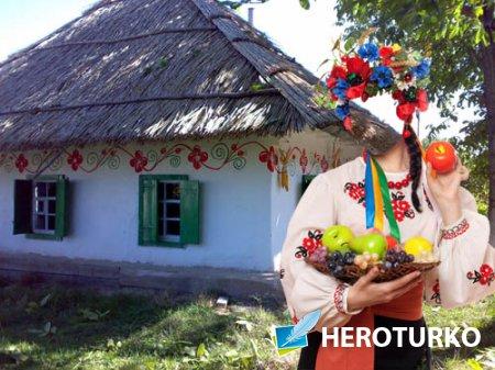 Женский шаблон - В вышиванке и венком в селе