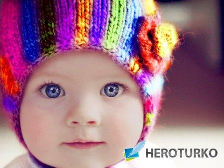 Шаблон для фото - Хорошенькая кроха в яркой шапке