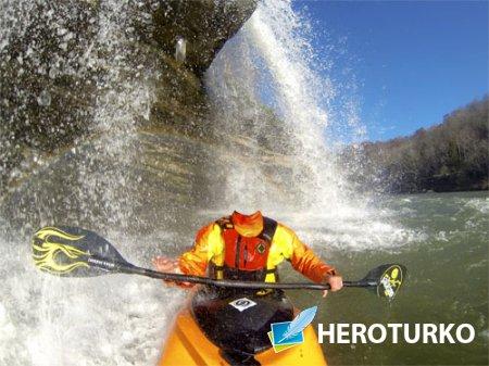 PSD шаблон для мужчин - Парень на байдарке под водопадом